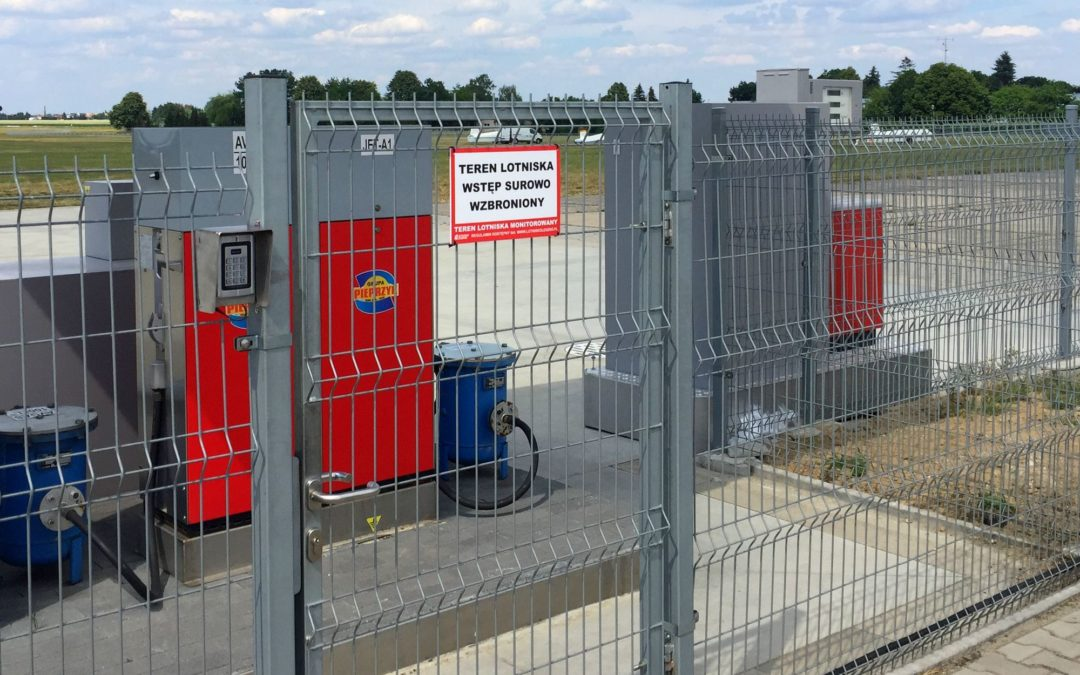 """Przejście od stacji paliw """"Pieprzyk"""" z ograniczonym dostępem"""