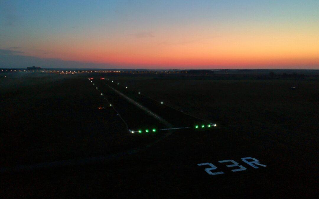 Testy oświetlenia drogi startowej 23R/05L